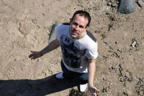MUMBLE PIC- Johnny Thomson.jpg